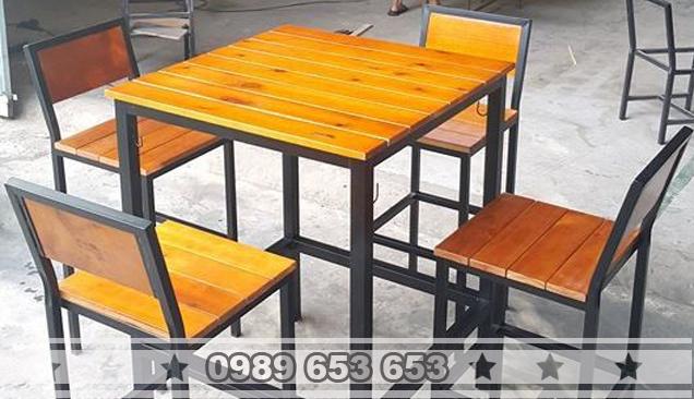 Bàn ghế chân sắt gỗ thông Pallet GCS23