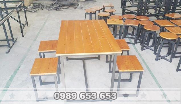 Bàn ghế chân sắt gỗ thông Pallet GCS22