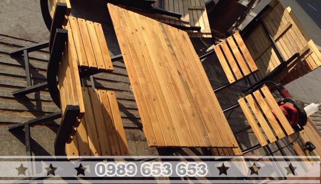Bàn ghế chân sắt gỗ thông Pallet GCS21