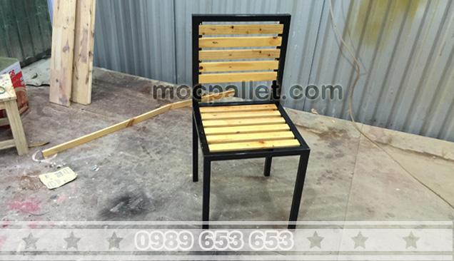 Ghế gỗ thông pallet cao cấp