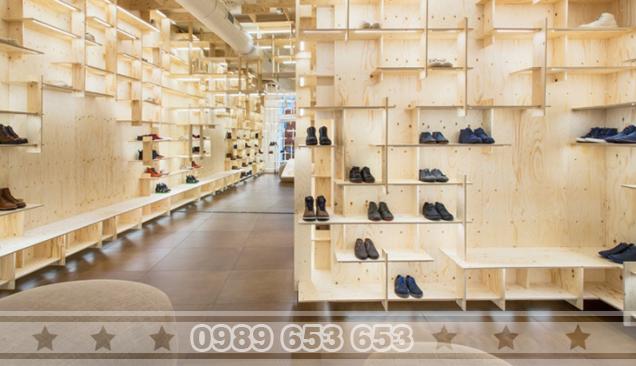 Kệ gỗ dành cho shop thời trang SK1