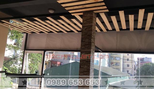 Trang trí ốp trần gỗ thông pallet