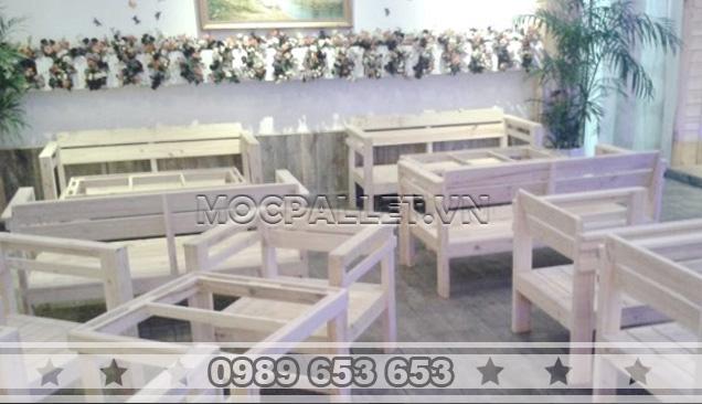 Bàn ghế gỗ thông pallet BG24