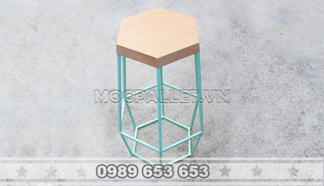Ghế gỗ pallet chân sắt quán bar GB05