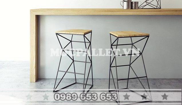Ghế gỗ pallet  chân sắt quán bar GB01