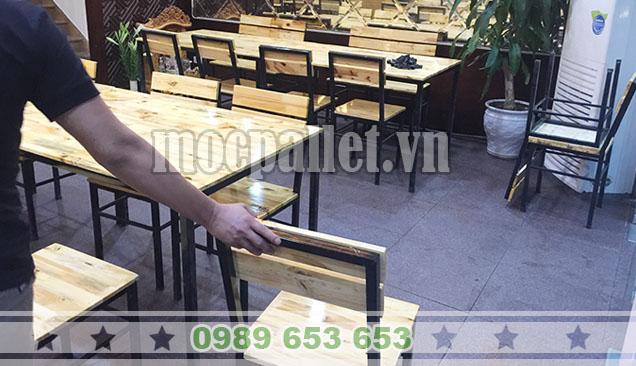 bàn gỗ chân sắt quán phở