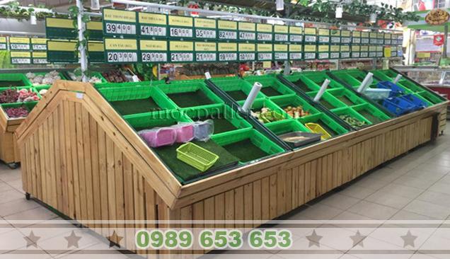 Kệ gỗ thông Pallet trong siêu thị