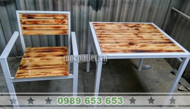Bộ bàn ghế chân sắt BGS120
