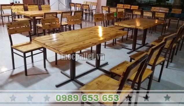 Bộ bàn ghế gỗ thông chân sắt BGS122