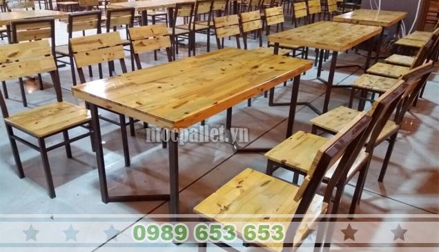 Bộ bàn ghế gỗ thông chân sắt sơn tĩnh điện BGS121