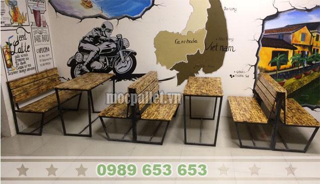 Bộ bàn ghế cafe chân sắt mặt gỗ thông pallet BGS129