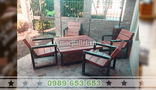 Bộ bàn ghế bệt chân sắt gỗ thông mới BG136