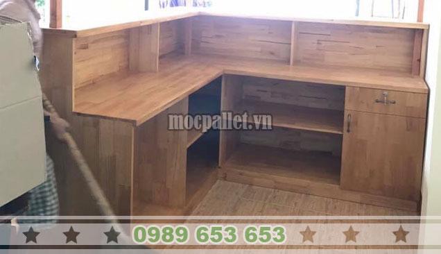 Mẫu quầy thu ngân nhà hàng gỗ thông QB61