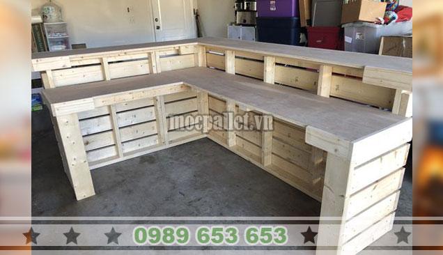 Mẫu quầy thu ngân nhà hàng gỗ thông pallet QB62